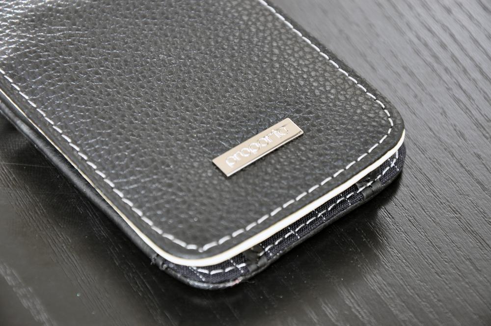 Clos du cuir et de l 39 alu pour votre iphone 4 for Interieur iphone