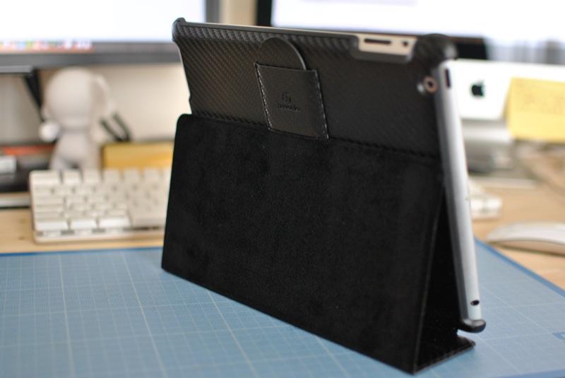 novodio-carbon-bookStand-releve-cadre-photo