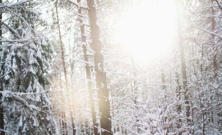 snow__light___wallpaper_by_gloeckchen